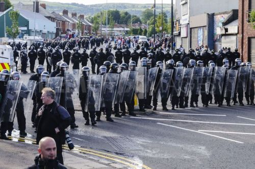 1342298044-riots-break-out-as-orange-order-march-proceeds-past-ardoyne-in-belfast_1330464